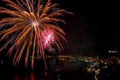 Fogos-de-artifício artificiais Fotos de Stock