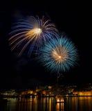 Fogos-de-artifício azuis violetas Fotografia de Stock Royalty Free