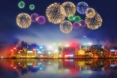 Fogos-de-artifício bonitos em Hong Kong e no distrito financeiro Fotografia de Stock Royalty Free
