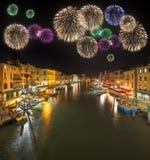 Fogos-de-artifício bonitos sob a noite, Veneza Imagem de Stock