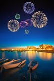 Fogos-de-artifício bonitos sob a opinião da noite da ilha de Ibiza Fotos de Stock Royalty Free