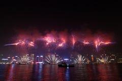 Fogos-de-artifício chineses 2011 do ano novo de Hong Kong Foto de Stock