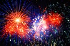 Fogos-de-artifício coloridos bonitos Fotos de Stock Royalty Free
