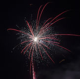 Fogos-de-artifício coloridos do ano novo feliz 2016 no céu noturno Fotos de Stock