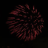 Fogos-de-artifício coloridos do ano novo feliz 2016 no céu noturno Imagens de Stock Royalty Free