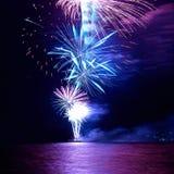 Fogos-de-artifício coloridos do feriado fotos de stock