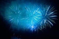 Fogos-de-artifício coloridos do feriado foto de stock