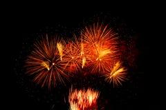 Fogos-de-artifício coloridos no céu preto Fotos de Stock Royalty Free