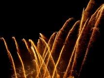 Fogos-de-artifício coloridos sobre o céu noturno foto de stock