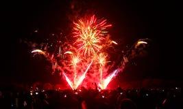 Fogos-de-artifício com os povos que tomam fotos Fotografia de Stock