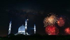 Fogos-de-artifício da celebração da independência do ` s 61st de Malásia foto de stock royalty free