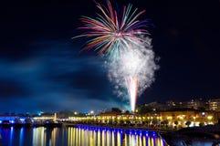 Fogos-de-artifício da celebração no porto de Floisvos Fotografia de Stock Royalty Free