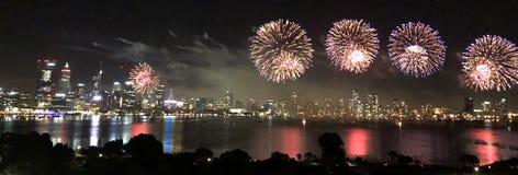 Fogos de artifício da cidade de Perth foto de stock