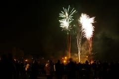 Fogos-de-artifício da noite da fogueira imagem de stock royalty free