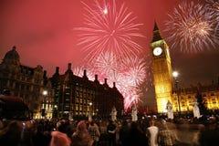 Fogos-de-artifício da véspera de Ano Novo Fotografia de Stock Royalty Free