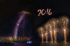 Fogos-de-artifício 2016 do ano novo de Dubai Fotografia de Stock Royalty Free