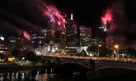 Fogos-de-artifício do ano novo de Melbourne imagens de stock