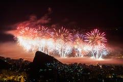Fogos-de-artifício do ano novo em Copacabana Fotos de Stock