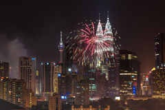 Fogos-de-artifício do ano novo 2014 em torres gêmeas de Petronas Imagens de Stock Royalty Free
