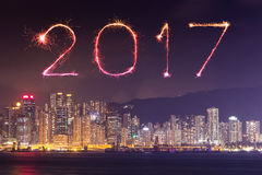 2017 fogos-de-artifício do ano novo feliz que comemoram sobre a cidade de Hong Kong Fotografia de Stock Royalty Free