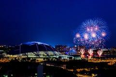 Fogos-de-artifício do cubo dos esportes de Singapura fotos de stock royalty free