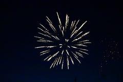 Fogos-de-artifício do dia de Canadá no céu 14 Fotografia de Stock Royalty Free