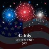 Fogos-de-artifício do Dia da Independência com uma bandeira americana Fotografia de Stock Royalty Free