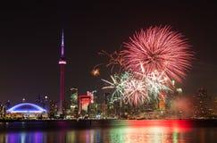 Fogos-de-artifício do dia de Canadá Fotografia de Stock