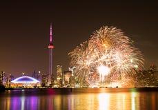 Fogos-de-artifício do dia de Canadá Imagens de Stock