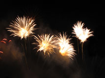 Fogos-de-artifício dourados Foto de Stock