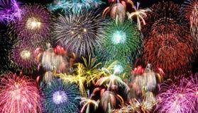 Fogos-de-artifício durante a celebração do dia de anos novos foto de stock royalty free
