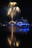 Fogos-de-artifício durante o Closing 2010 dos Jogos Olímpicos da juventude Fotografia de Stock