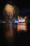 Fogos-de-artifício durante o Closing 2010 dos Jogos Olímpicos da juventude Imagens de Stock Royalty Free