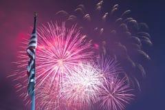 Fogos-de-artifício e bandeira Fotos de Stock