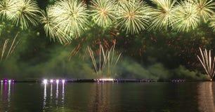 Fogos-de-artifício e mostra do laser Fotos de Stock Royalty Free
