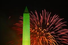 Fogos-de-artifício e Washington Monument, 4ns de julho Fotografia de Stock