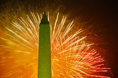 Fogos-de-artifício e Washington Monument, 4ns de julho Fotos de Stock Royalty Free