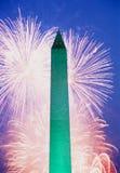Fogos-de-artifício e Washington Monument, 4ns de julho Imagens de Stock