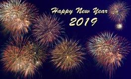 Fogos-de-artifício em Silvester e em dia 2019 do ` s do ano novo fotos de stock