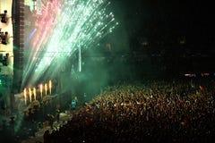 Fogos-de-artifício em um concerto vivo Imagens de Stock