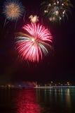 Fogos-de-artifício. esferas vermelhas e azuis. imagens de stock royalty free