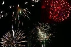 Fogos-de-artifício espectaculares com lua Fotos de Stock Royalty Free