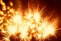 Fogos-de-artifício explosivos Fotos de Stock