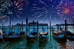 Fogos-de-artifício festivos. Canal grandioso. Veneza imagem de stock royalty free