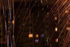 Fogos-de-artifício festivos na noite fotografia de stock