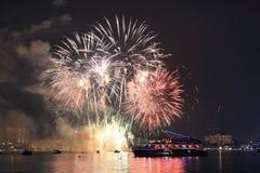 Fogos-de-artifício internacionais de Pattaya 2014, o 29 de novembro ' 14 imagens de stock royalty free