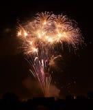 Fogos-de-artifício isolados no fim escuro do fundo acima com o lugar para o texto, festival dos fogos-de-artifício de Malta, 4 de Imagem de Stock Royalty Free