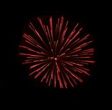 Fogos-de-artifício isolados no fim escuro do fundo acima com o lugar para o texto, festival dos fogos-de-artifício de Malta, 4 de Foto de Stock Royalty Free