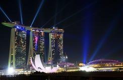 Fogos-de-artifício na areia da baía do porto em Singapura Fotografia de Stock Royalty Free