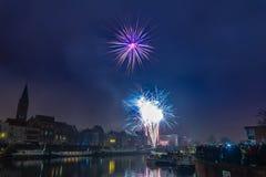 Fogos de artifício na cidade de Ghent na véspera de Ano Novo fotografia de stock royalty free